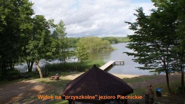 piecnik-jezioro obok szkoły